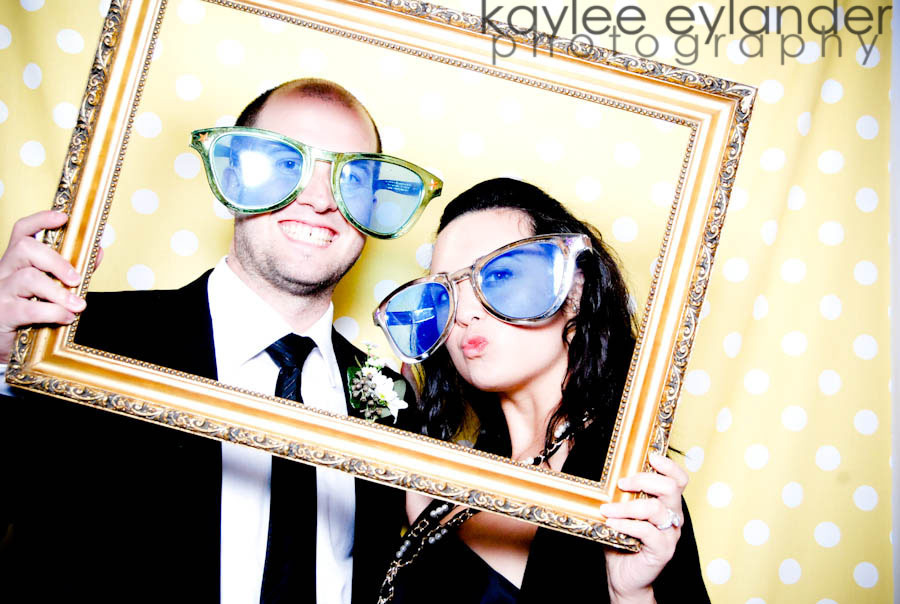 Wedding-photobooth-pose-off.full