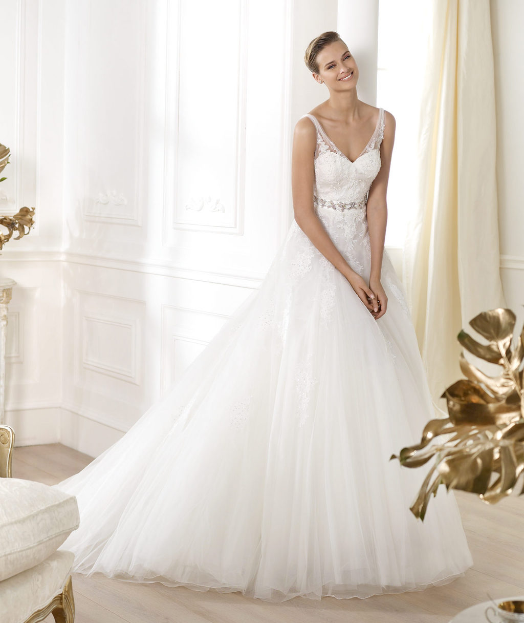 Pronovias-wedding-dress-pre-2014-glamour-bridal-collection-lauris.full