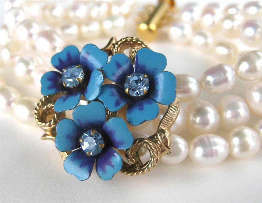 Pearl-wedding-bracelet-with-something-blue.full