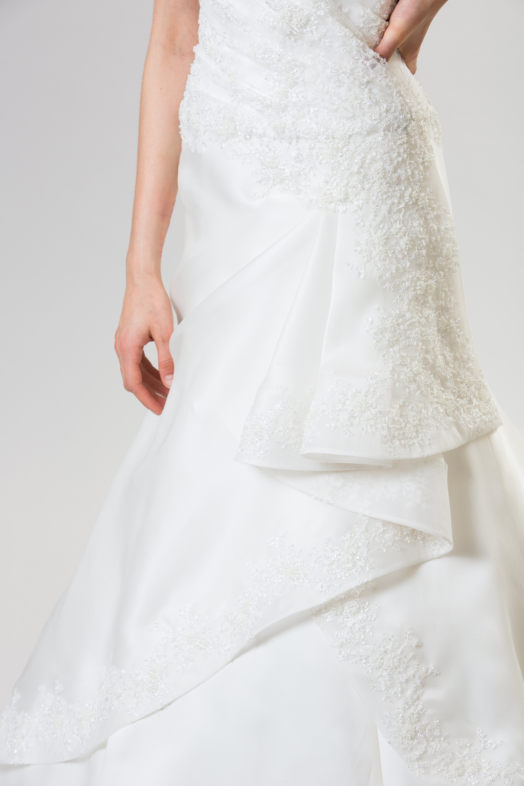 Junko-yoshioka-summer-spring-2014-wedding-dress-linzer_2.full