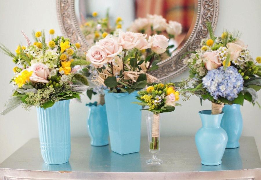 Spring-wedding-flowers-in-aqua-vases.full