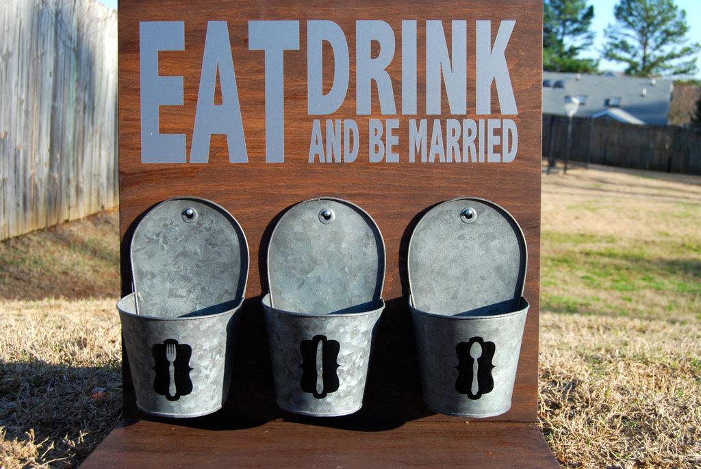Barn-wedding-rustic-reception-sign.full