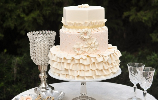 Vintage ruffles wedding cake