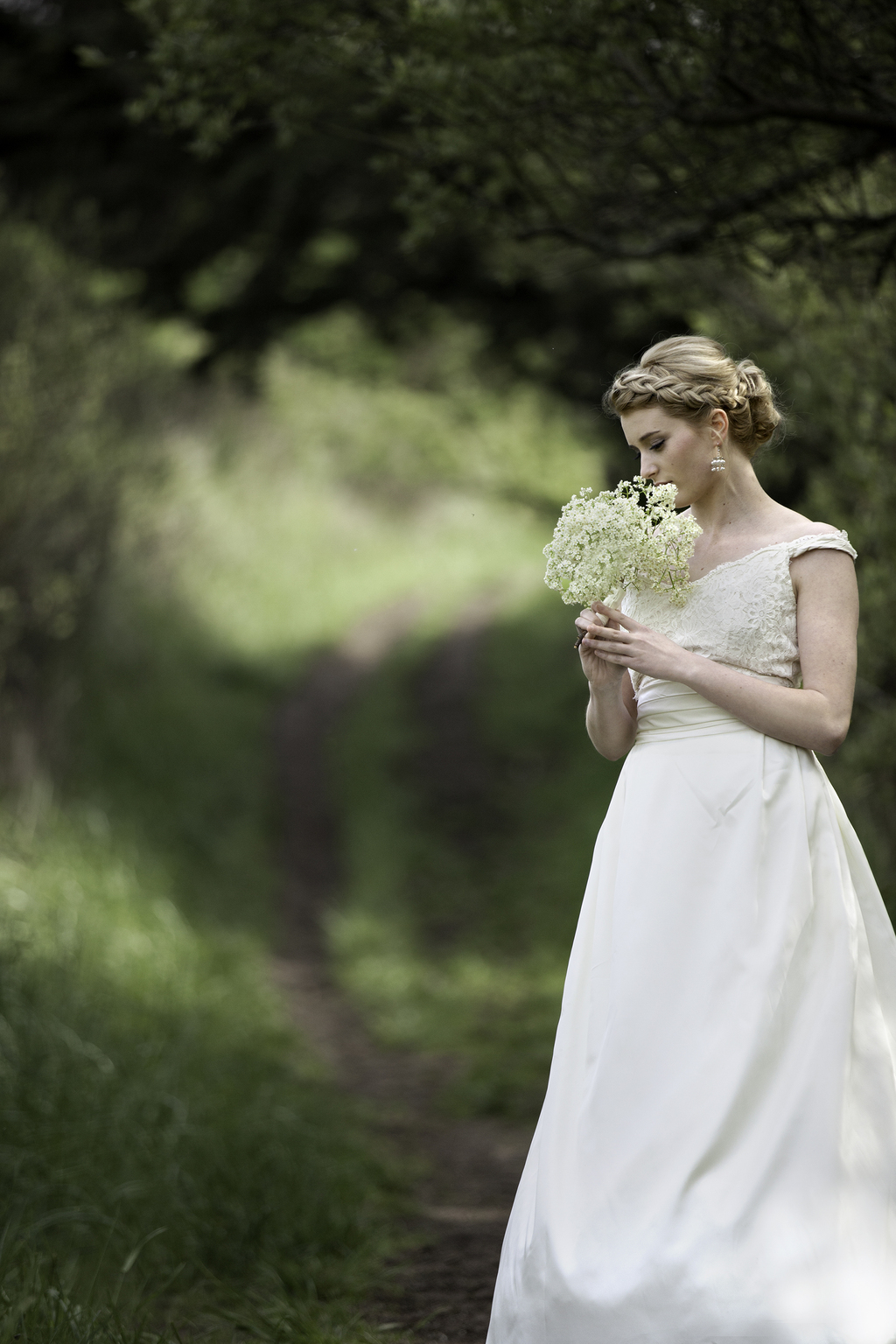 Classic-bride-wears-ivory-wedding-dress-braided-hairstyle.full