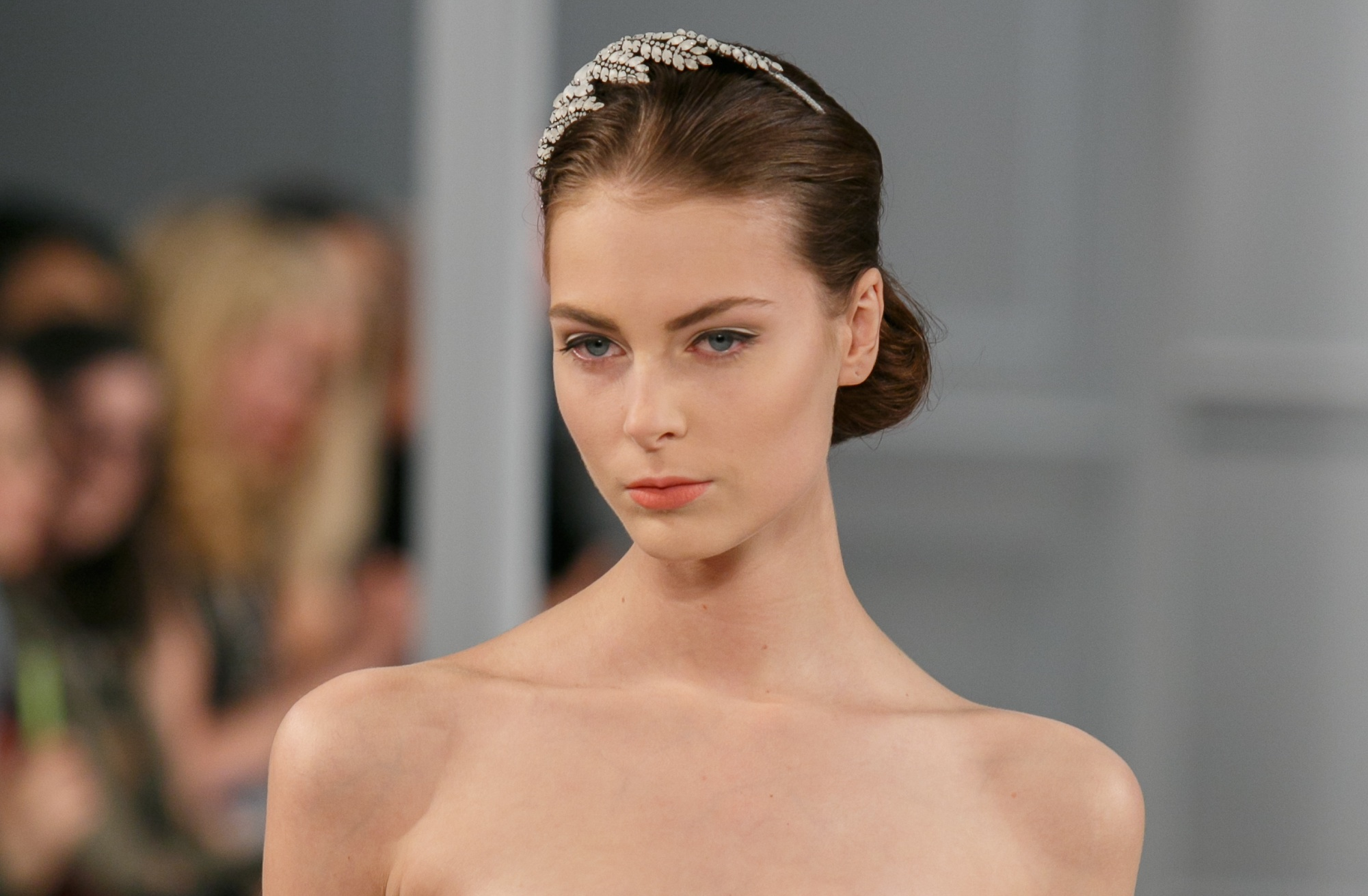 Wedding hair makeup trends for 2014 Monique Lhuillier 6 | OneWed.com