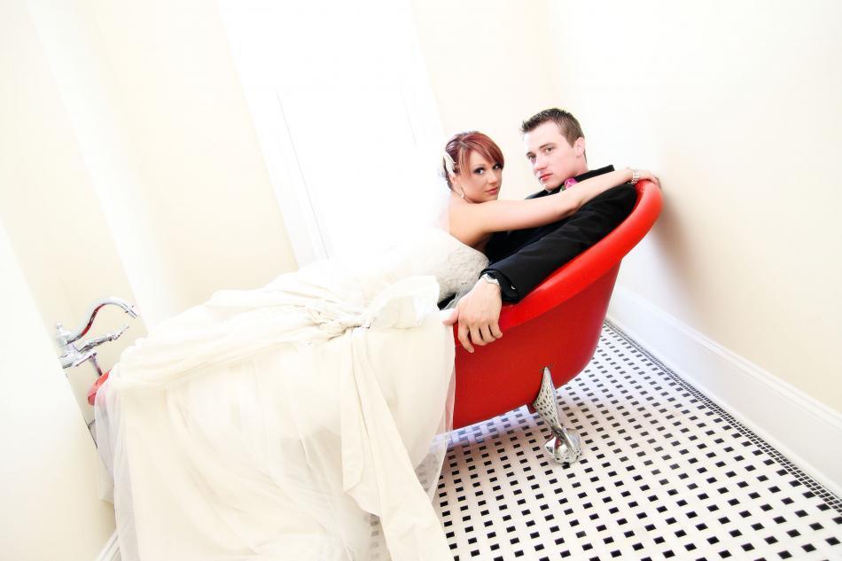 Orange-bride-groom-red-bathtub.full