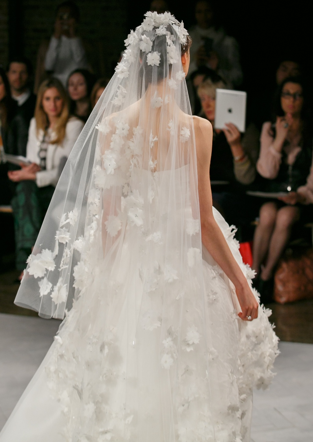 Spring-2014-wedding-dress-monique-lhuillier-bridal-pearl-veil.full