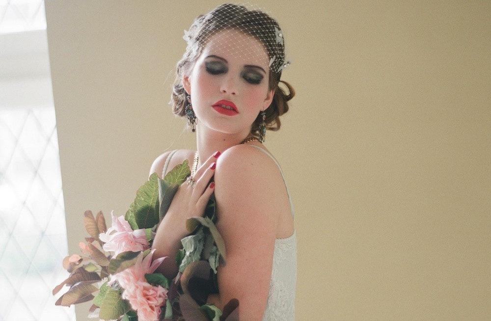 Bandeau-wedding-veil-with-dramatic-bridal-makeup.full