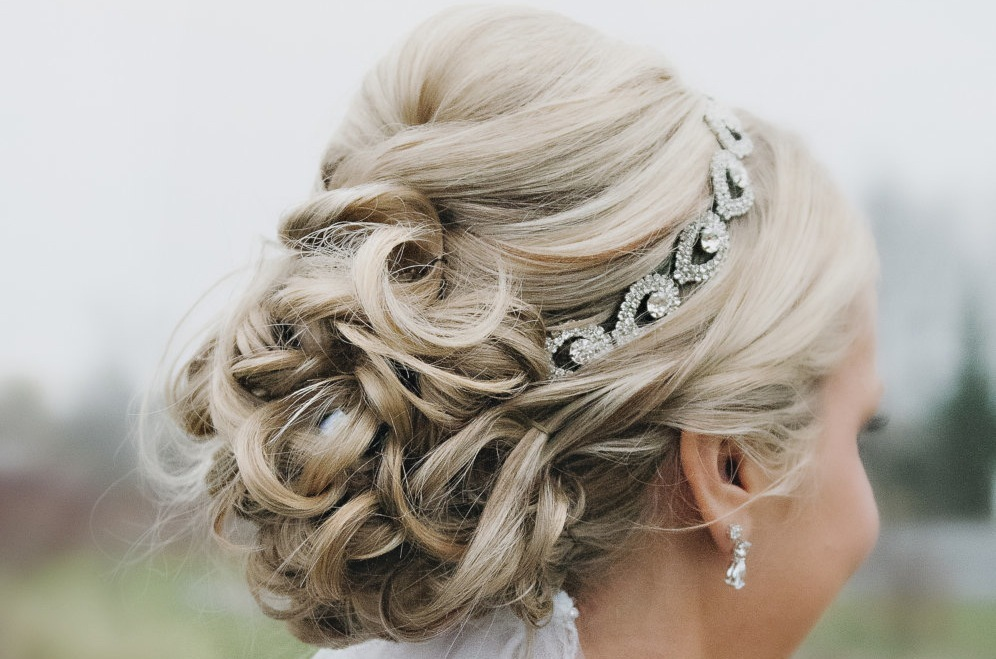 Crystal-bridal-headband-with-curled-updo.full