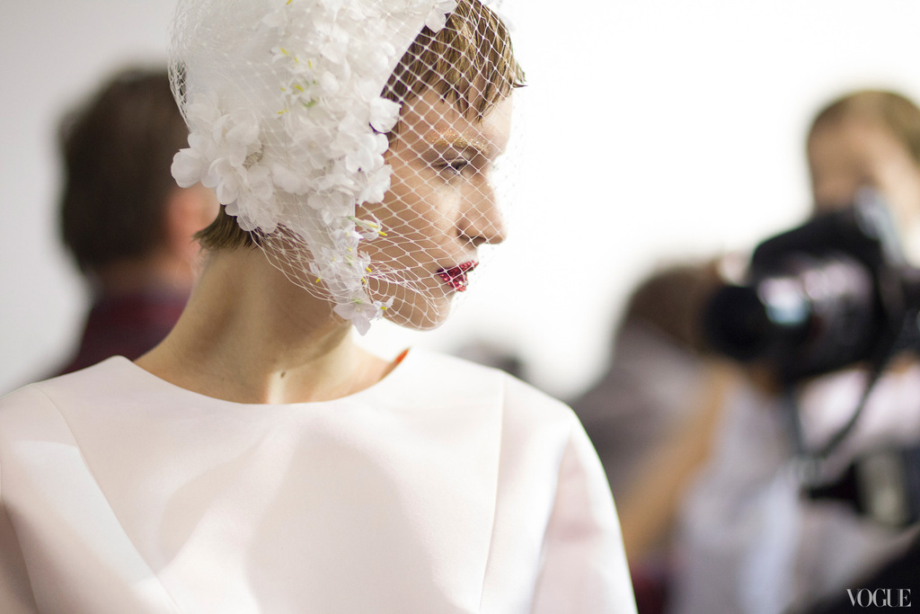 Vintage-bridal-headdress-couture-catwalks.full
