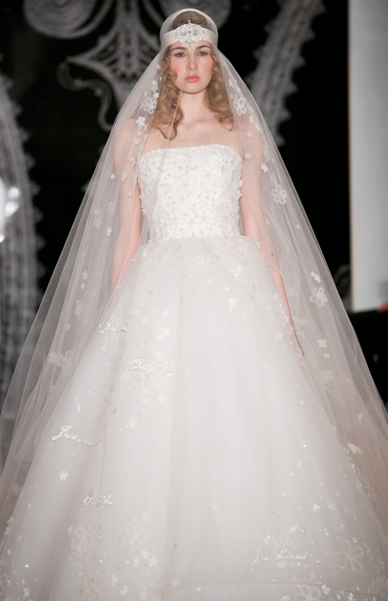 photo of Beautiful bridal details at Reem Acra 23