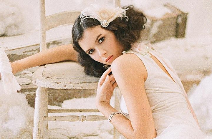 Cream-feather-wedding-fascinator.full