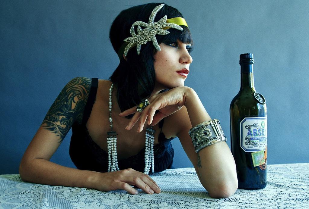 Beaded-bridesmaid-headband-for-great-gatsby-theme.full