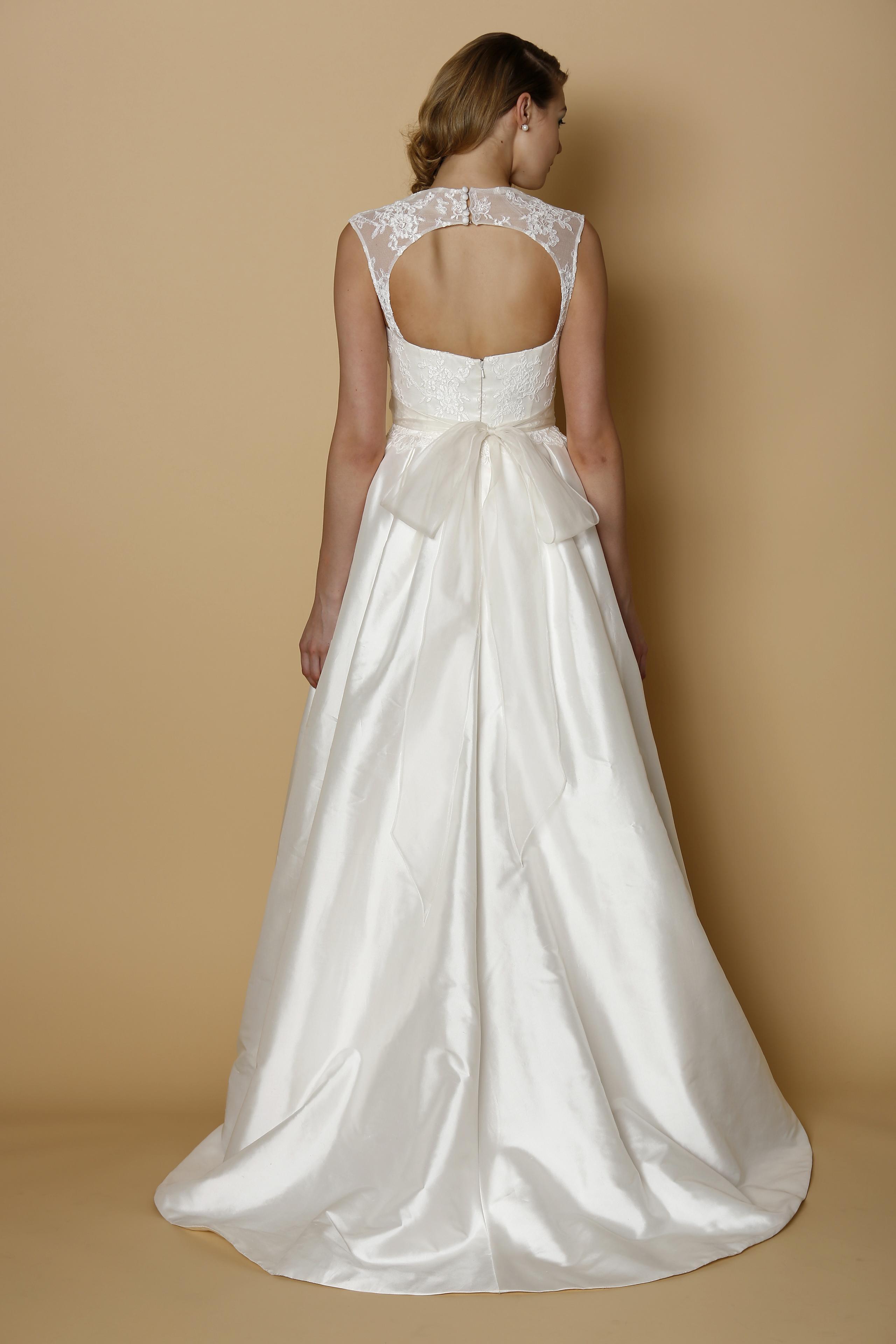 Alyne spring summer 2014 wedding dress cassina for Spring summer wedding dresses