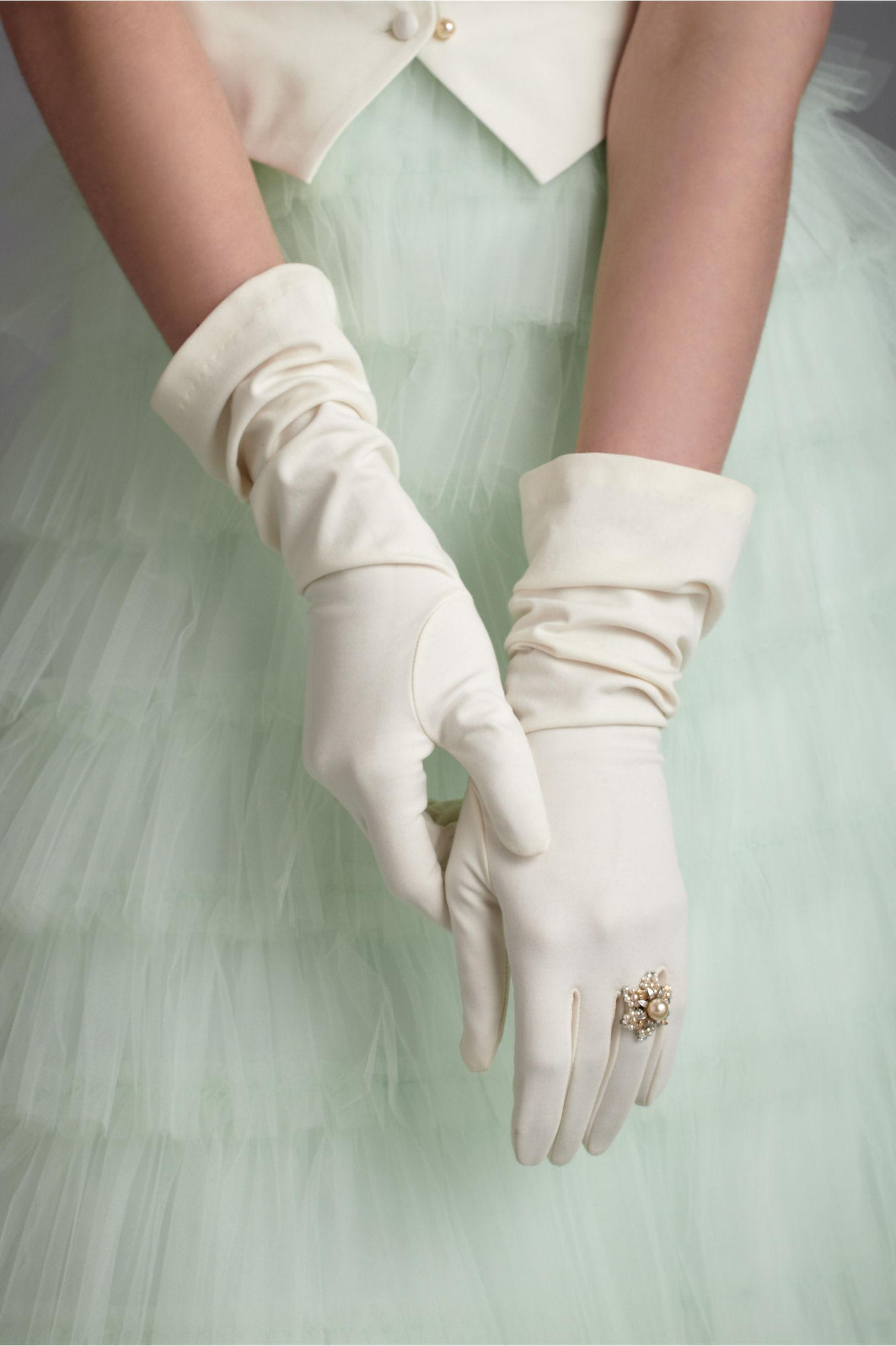 Bridal gloves vintage wedding style for Wedding dresses with gloves