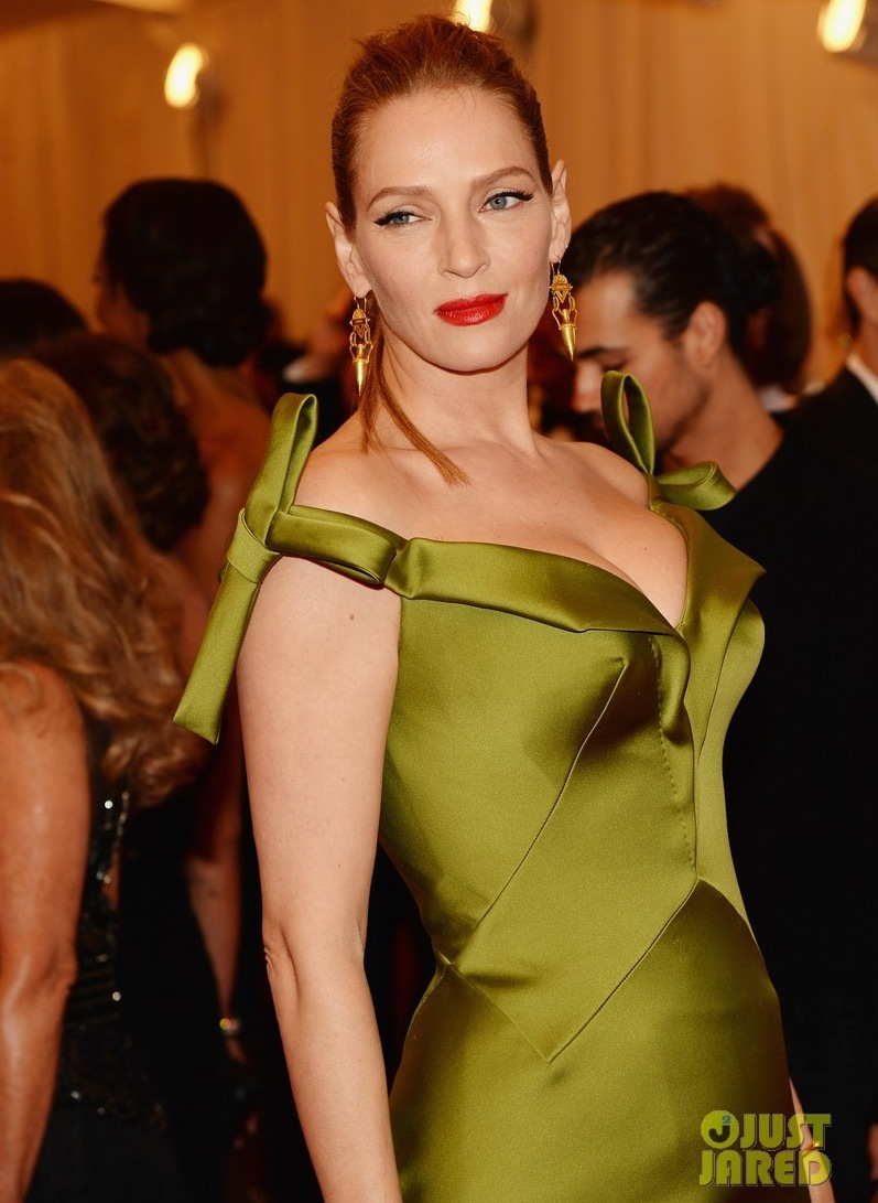 Uma-thurman-met-ball-2013-red-carpet-02.full