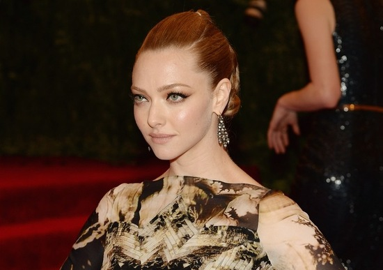 amanda seyfried met ball 2013 red carpet 01