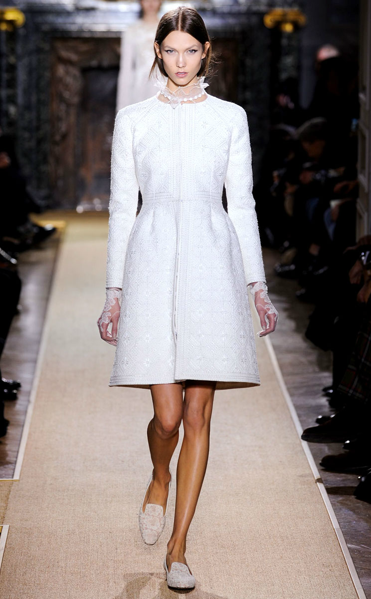 Winter wedding coat valentino spring 2012 couture for Coats for wedding dresses