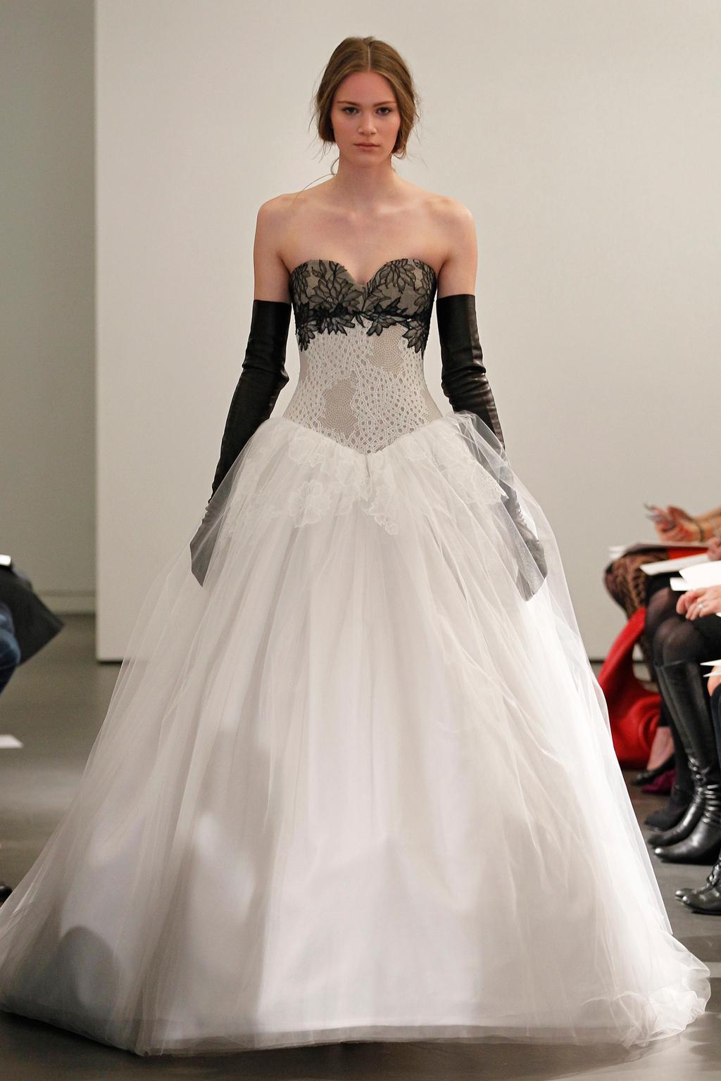 Vw-bride_ss14_runway_look-7.full