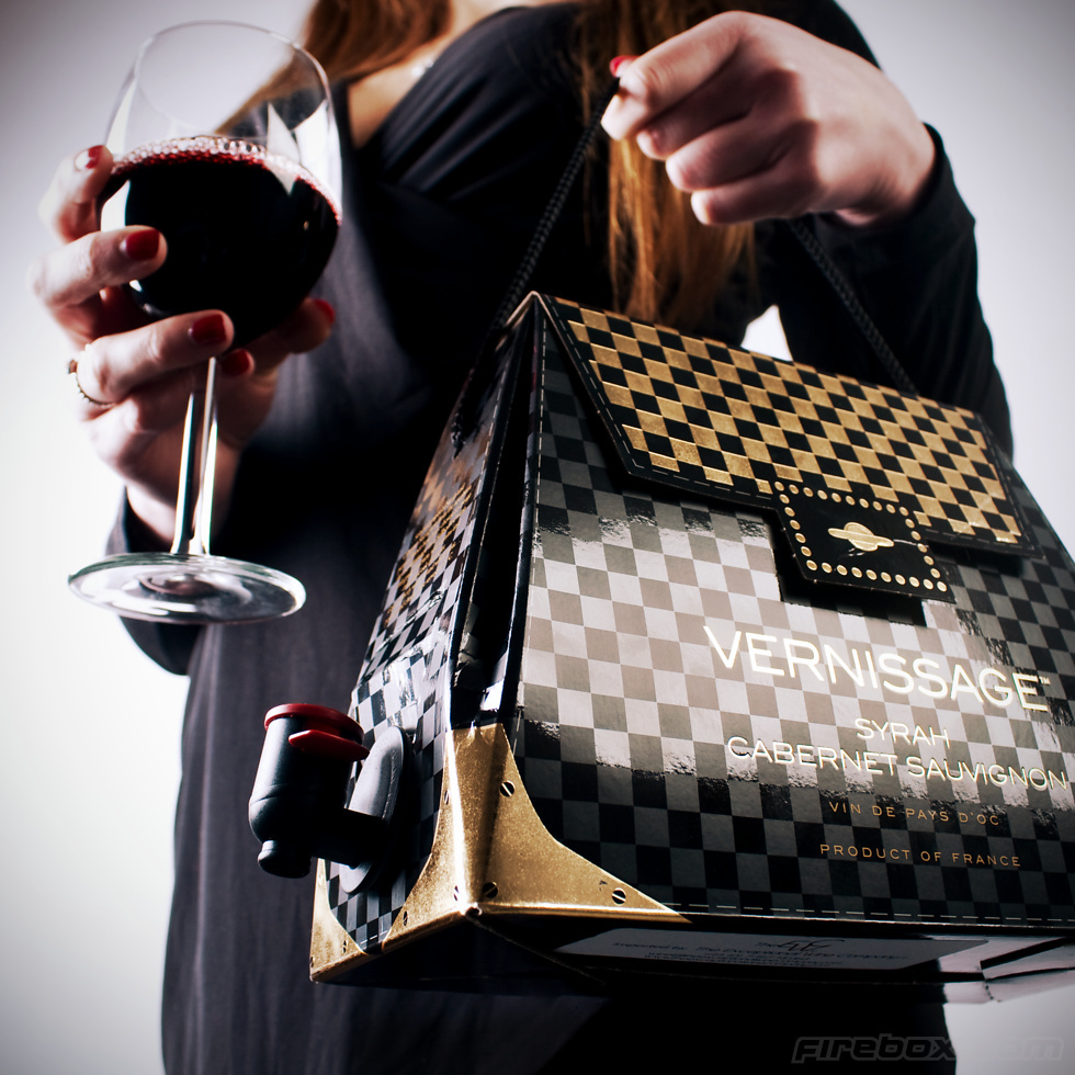 Handbag-for-wine-lovers-bridesmaid-gifts.full
