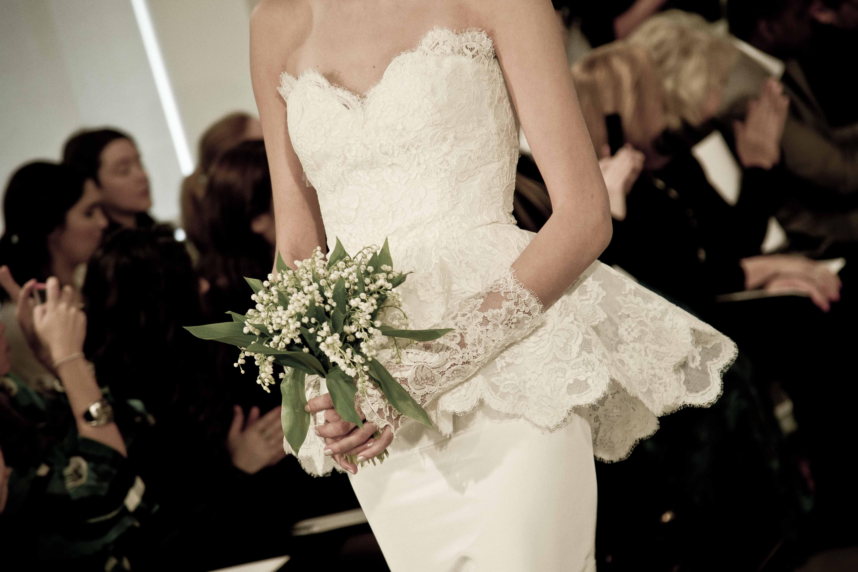 Oscar de la renta bridal spring 2014 wedding dresses 5 for Oscar dela renta wedding dress