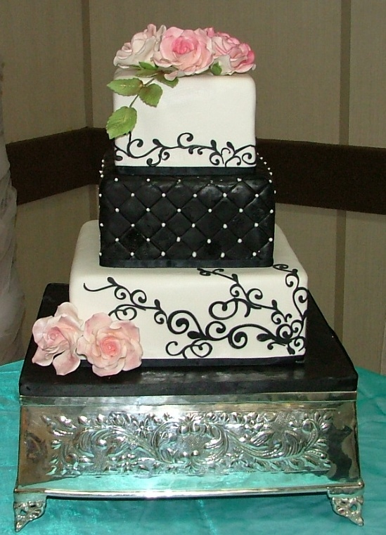 black_white_pink_roses_wedding_cake_www.secondslices.ca
