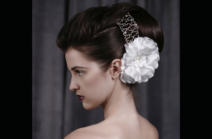 Voluminous-bridal-updo-wedding-hairstyles-for-vintage-brides.full