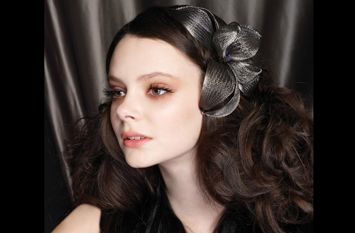 Retro-bride-wedding-hair-unique-hair-accessory.full