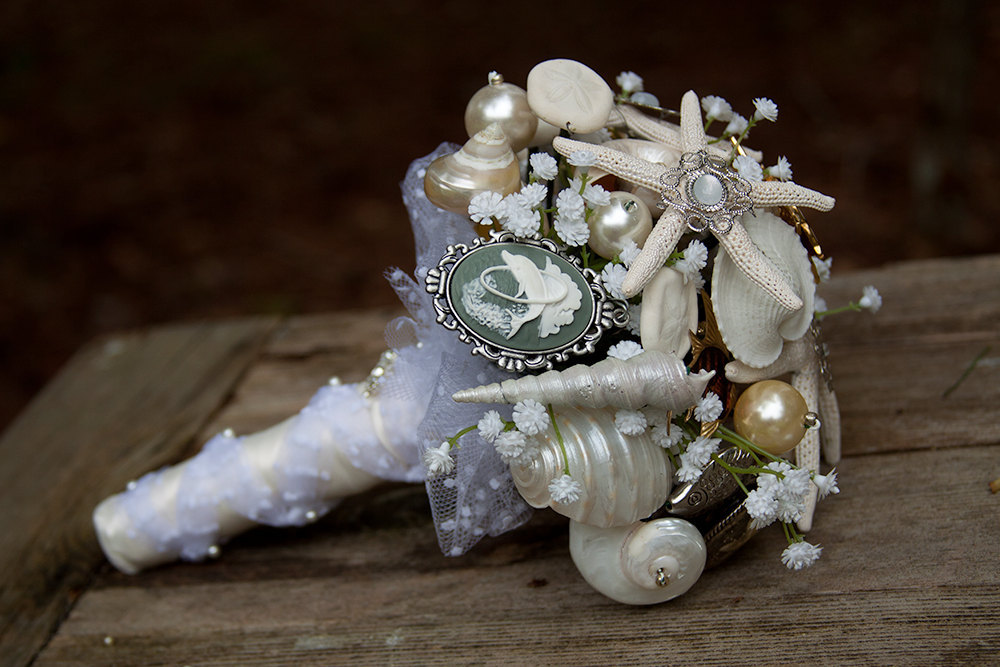 Vintage shell and brooch bridal bouquet