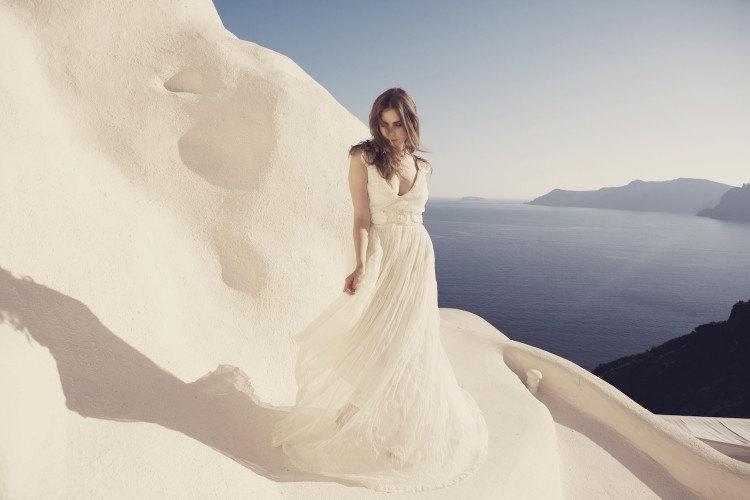 Low-back-wedding-dress-for-the-beach.full