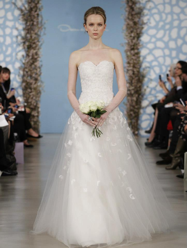 Wedding-dress-by-oscar-de-la-renta-spring-2014-bridal-17.full
