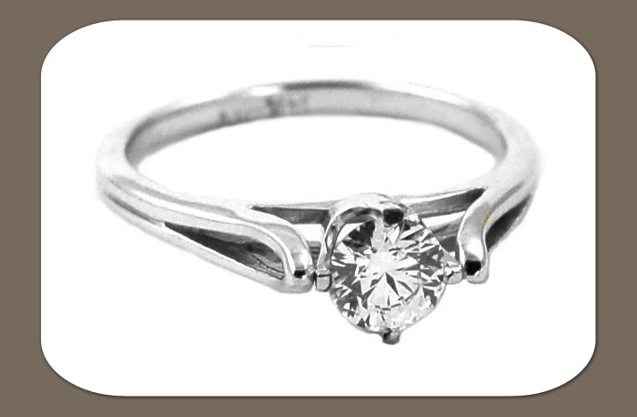 Ethical-engagement-ring-round-diamond.full