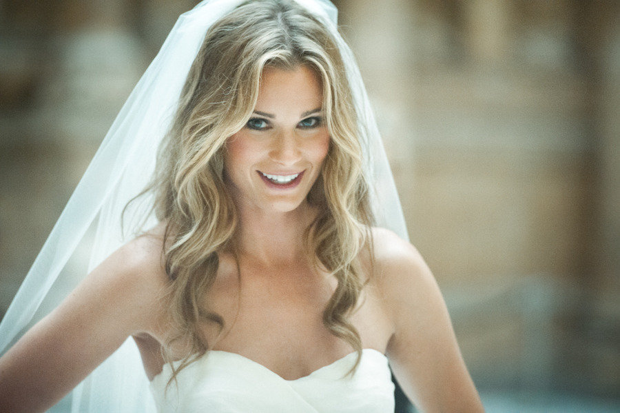 All-down-loose-waves-wedding-hairstyle-with-classic-veil.full