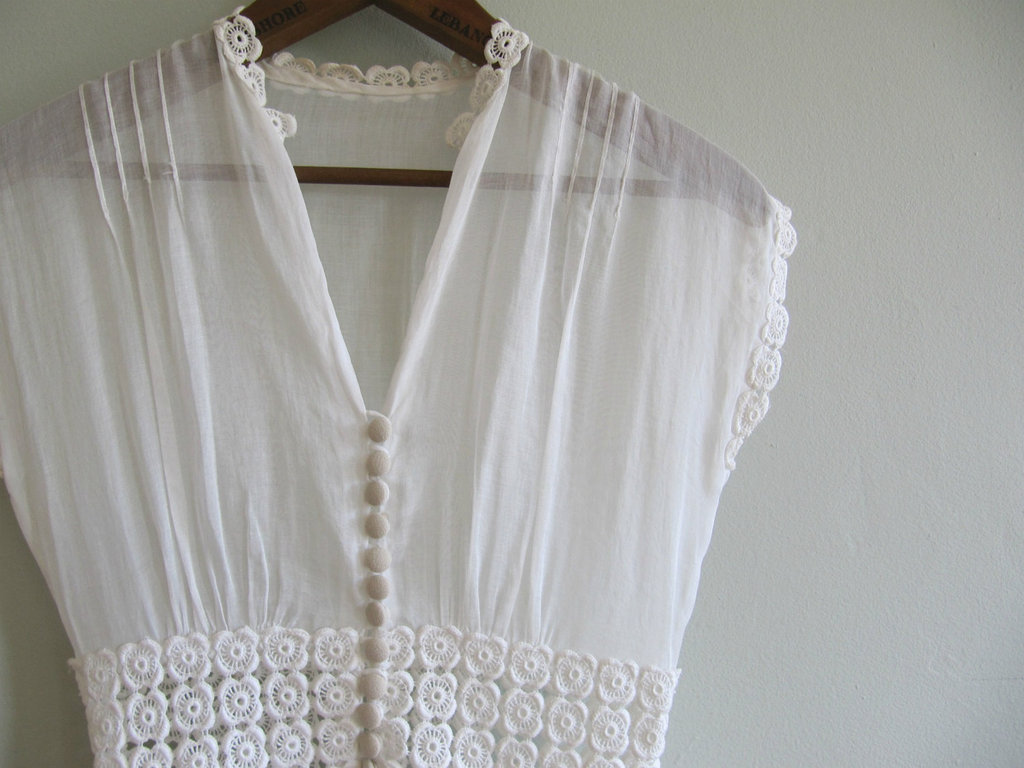 Vintage-edwardian-wedding-dress-covered-buttons.full