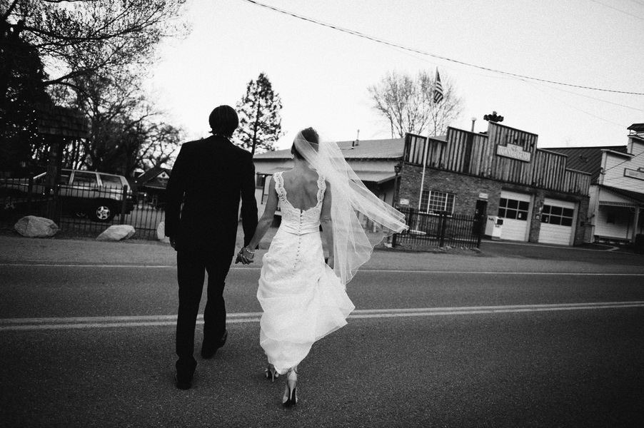 Real Wedding Genoa Nevada Vintage Lincoln Bratt Annie X Photographie Bride and Groom Backs