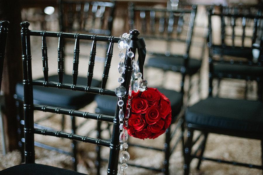 Vintage-glam-wedding-ceremony-flowers.full
