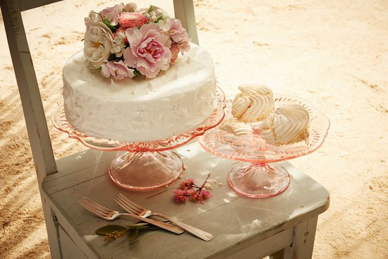 Vintage inspired wedding cake platter