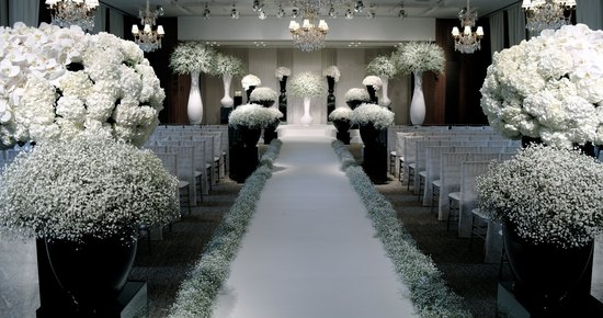 Wedding flower inspiration the Jeff Leatham Look white and black
