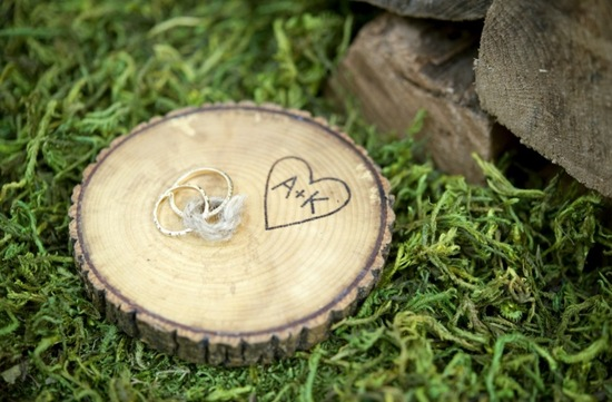 Simple wedding DIYs to try wood ring bearer disc
