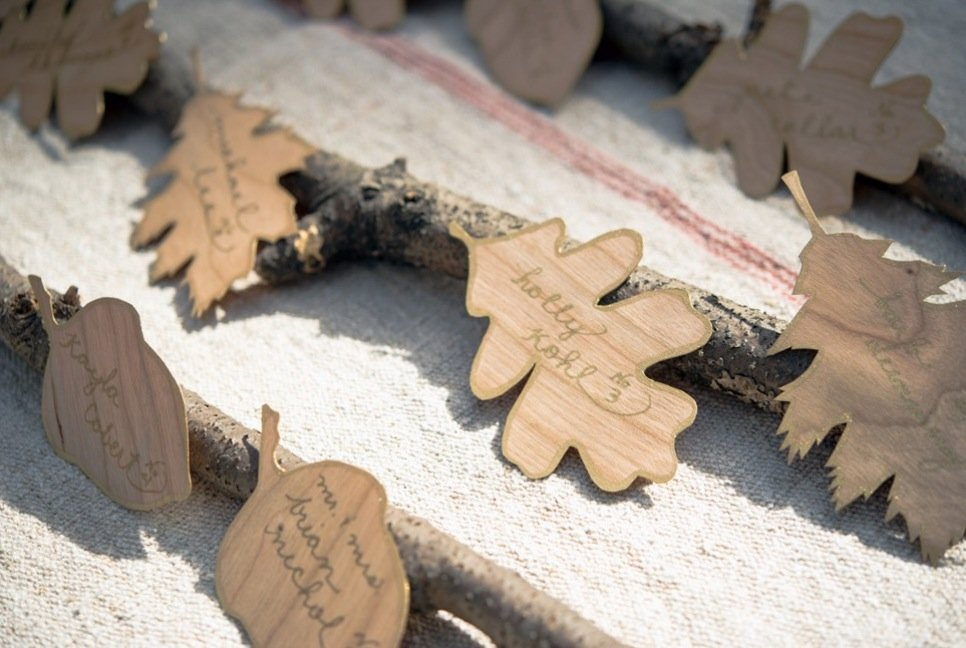 Simple-wedding-diys-to-try-wood-leaf-escort-cards.full