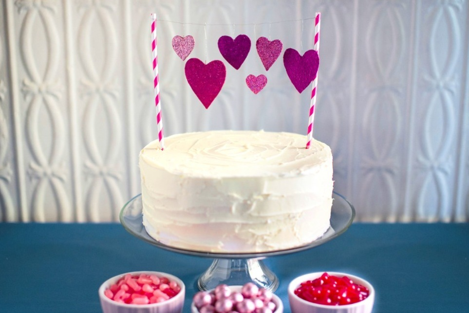 Simple-wedding-diys-to-try-sparkly-heart-cake-topper.full
