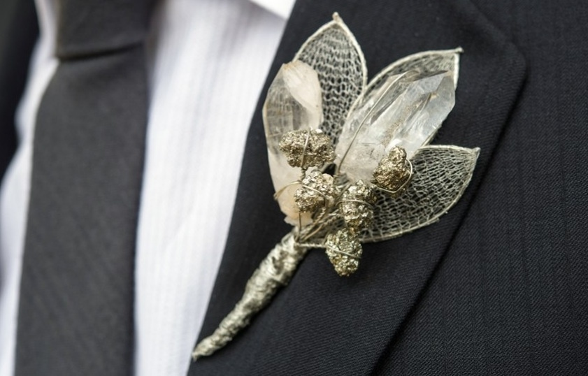 Simple-wedding-diys-to-try-silver-shimmer-boutonniere.full