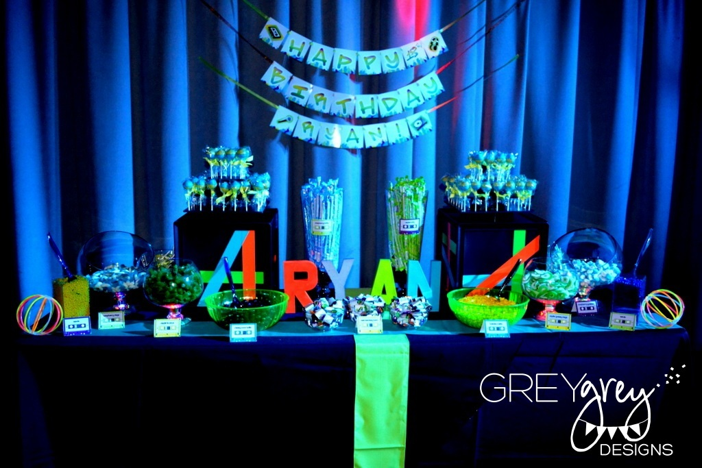 Glow-in-the-dark-wedding-sweets-table.full