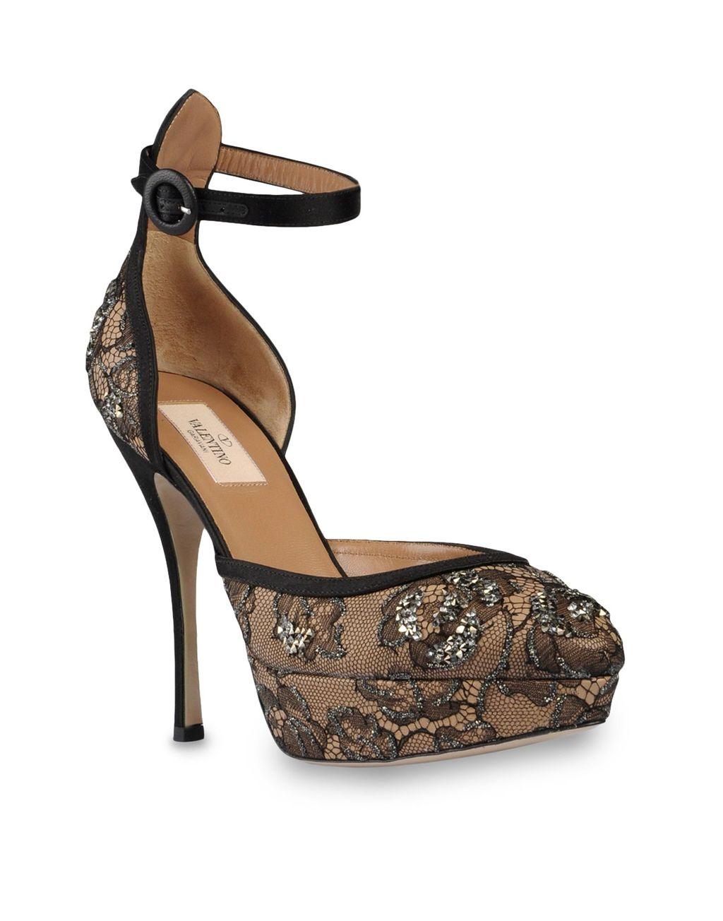Valentino-lace-and-crystal-bridal-pumps.full