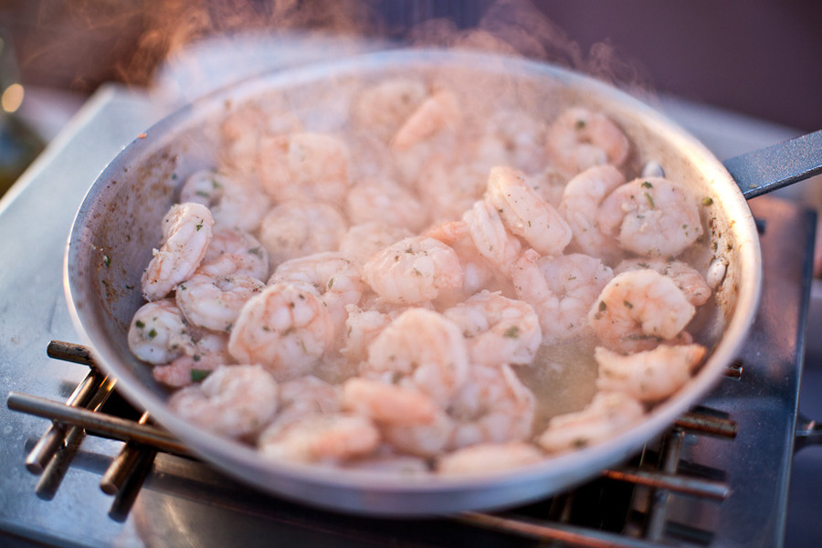 Simmering-shrimp-at-wedding-reception.full