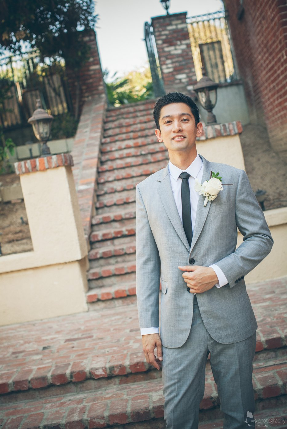 California groom wears light gray suit