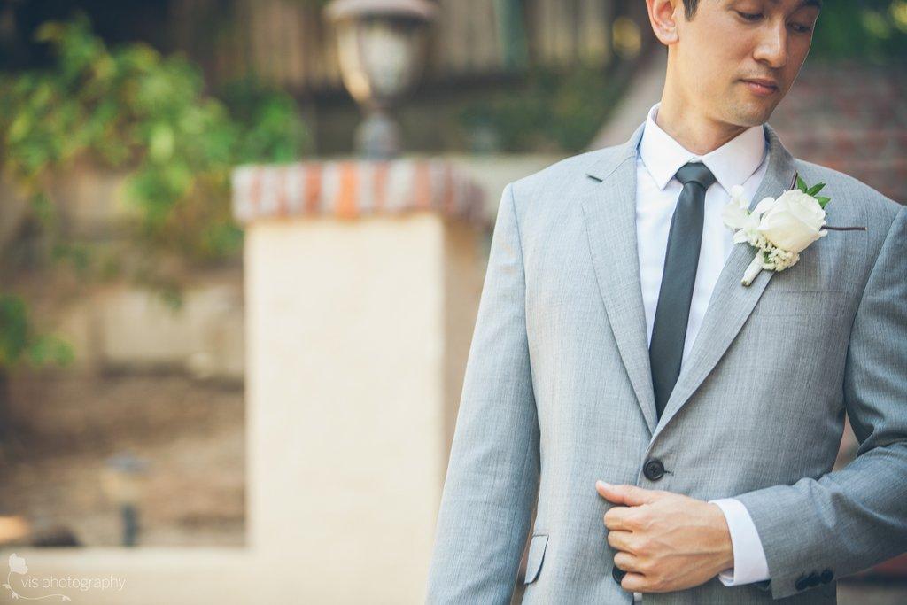 California groom wears light gray suit