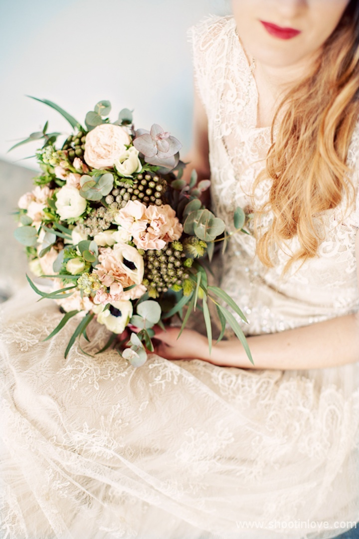 Romantic-peach-ivory-green-black-wedding-bouquet.full