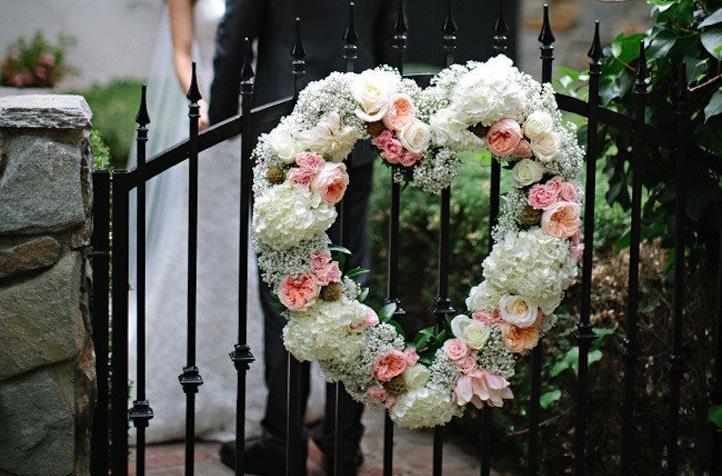 Garden-rose-and-babys-breath-wedding-wreath.full