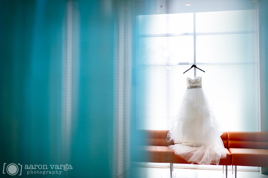 Artistic pittsburg wedding photography tulle bridal gown